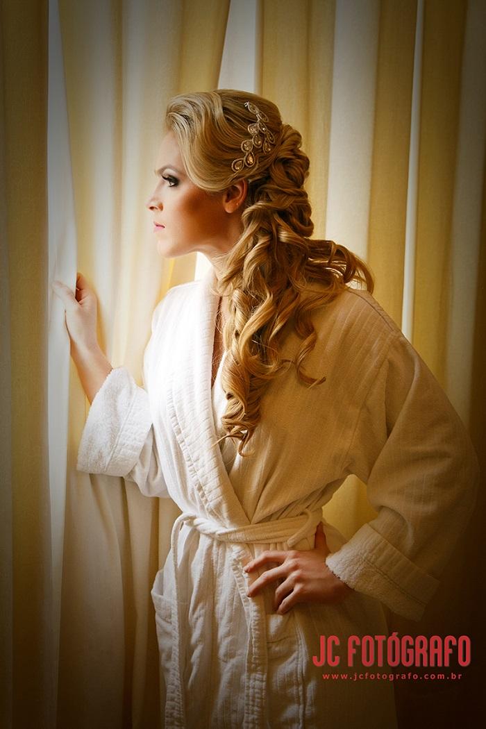 Achei essa noiva tão linda, que resolvi fazer um post exclusivo do making of dela! Aguardem :)