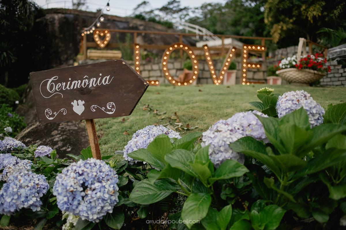 Casamento  ao ar livre em Pedra Azul: Agatha e Marlon