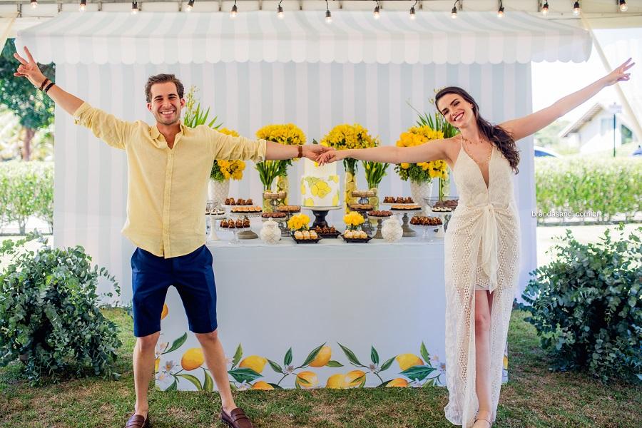 """Para o seu Chá Bar, os noivos escolheram como tema o """"Limão Siciliano"""", pelas belas cores e alegria que essa fruta representa, resultando numa decoração super fresh e inspiradora! Confira!"""