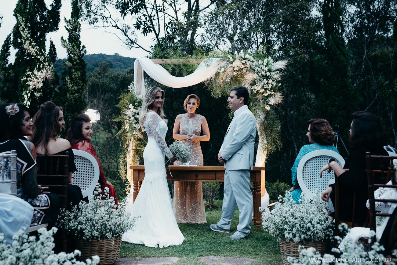 Casamento no sítio, com visual incrível da natureza, ar puro, além de um clima familiar maravilhoso. Venha conferir e se inspirar nesse lindo mini wedding!