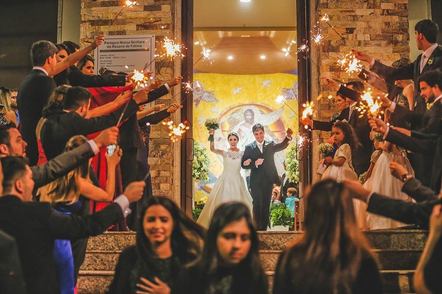 Casamento clássico em Vitória / ES - saída dos noivos