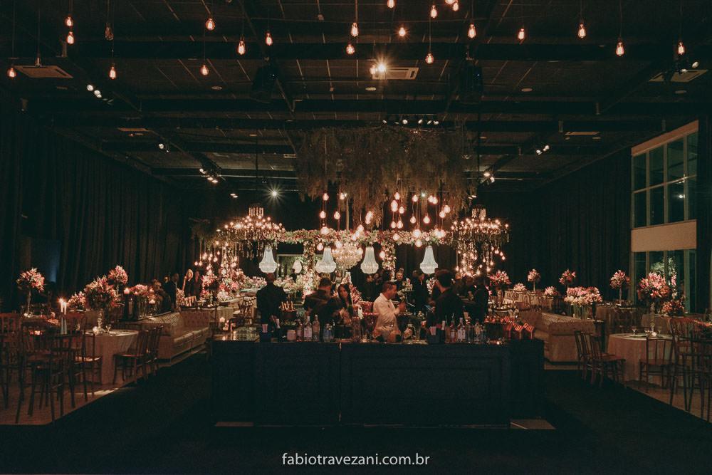 Casamento com estilo clássico: Paula e Igor